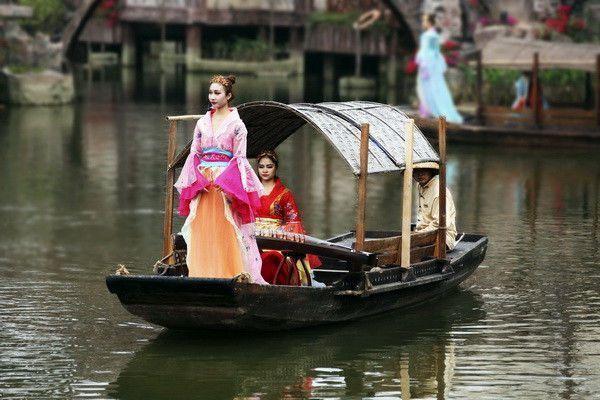 万名女子参加佛山景区旗袍节,要做三月美丽动人的女人花