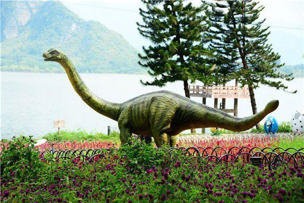 """英德宝晶宫研学游让小朋友与""""恐龙""""约会,将孩子带进侏罗纪世界"""