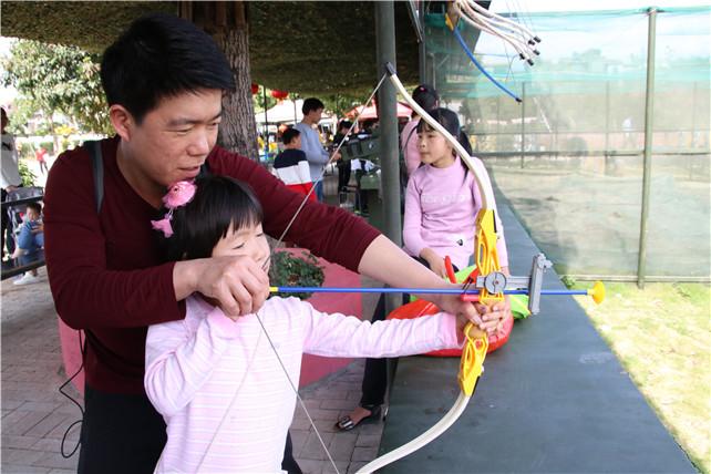 返程高峰让广东旅游景区再现旅游热潮,游客称