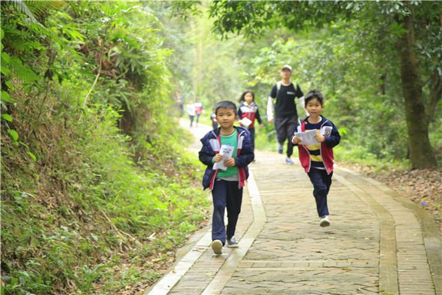 春天到了,广东家长乐带孩子来佛山南丹山运动