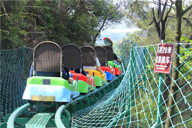 五一假期去一次佛山南丹山,坐一次森林小火车,便不曾想离开