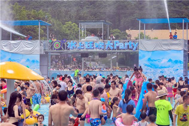 三伏天, 廣東進入燒烤模式,水上樂園的游客像