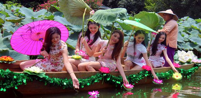 珠江形象大使10强到荷花世界吸引万名游客围观