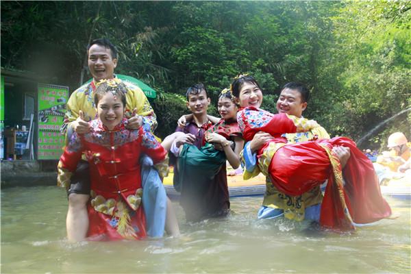 广东旅游景区给员工举办集体婚礼,盼望多些好姑娘看上没有节假日的旅游哥